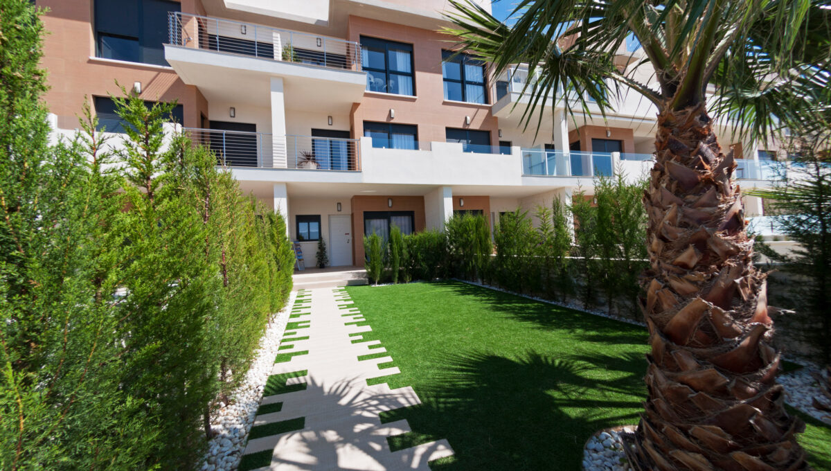 la-zenia-beach-ii-garden-new-build-houses-for-sale-in-la-zenia-orihuela-costa_o_1d33u332okr2fnokop11s71bml34